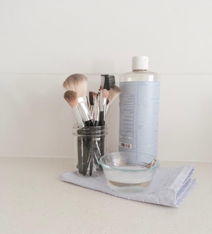 DIY makeup brushcleaner